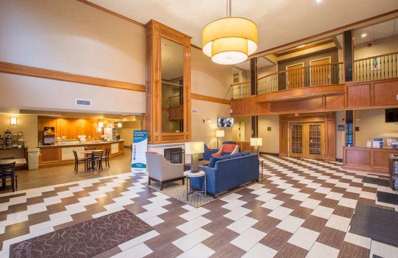 Lobby at Comfort Suites Benton Harbor.