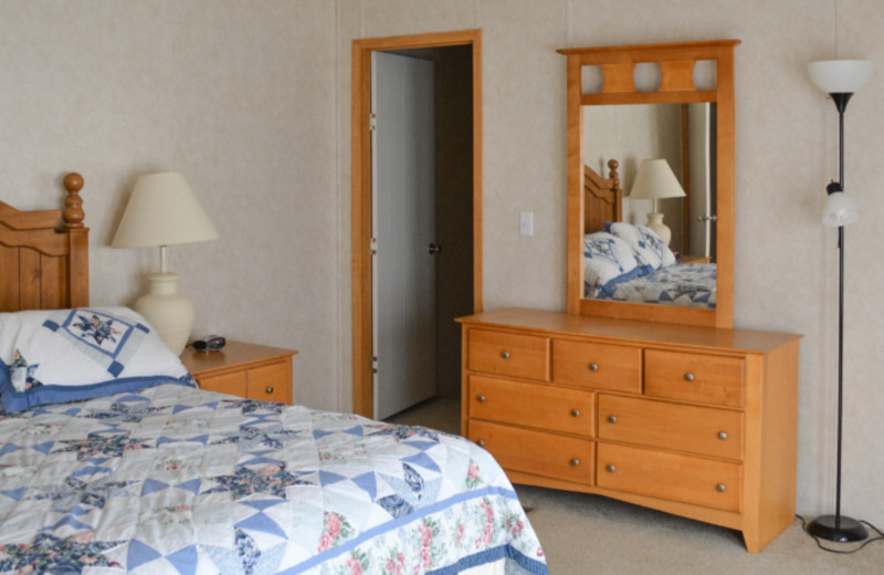 Guest bedroom at Mark Twain Landing.