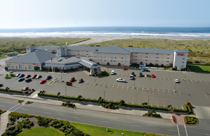 The perfect destination on the Washington coast is waiting for you at Shilo Inn Suites Hotel Ocean Front Resort. This incredible retreat features 113 deluxe suites, each with a private balcony featuring ocean or sand dune views and plenty of space for your family and even your dog!