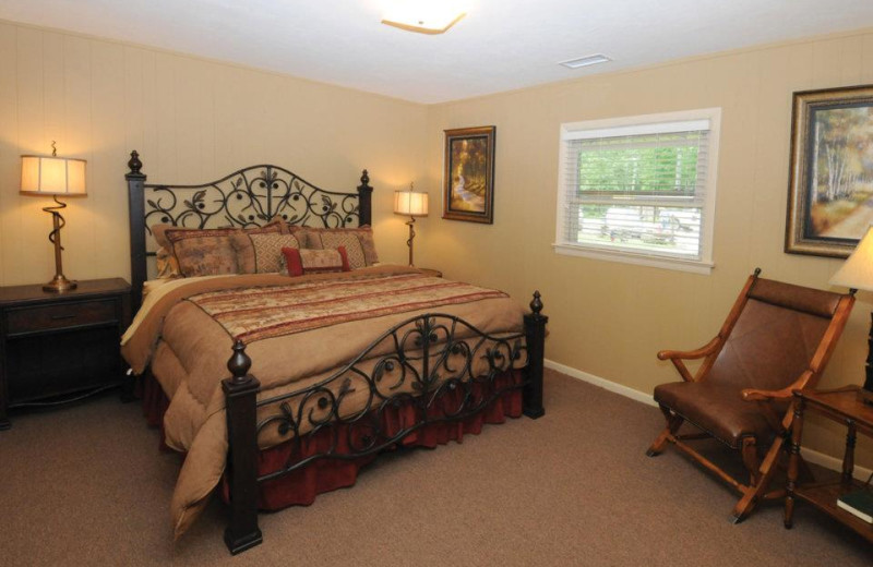 Guest room at Caryonah Hunting Lodge.