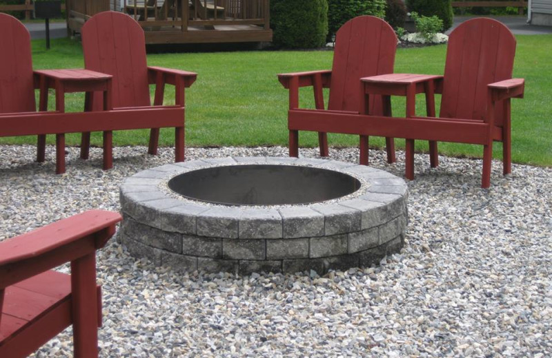 Fire Pit at Country Cottages & Motel