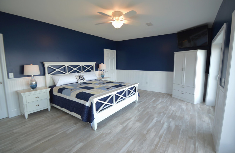 Guest room at Waters Edge B&B Resort.