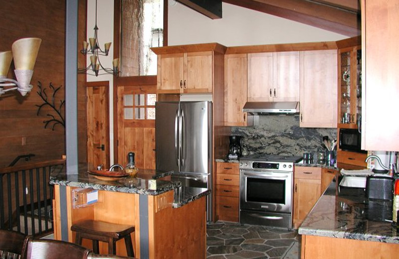 Vacation rental kitchen at Chinquapin.
