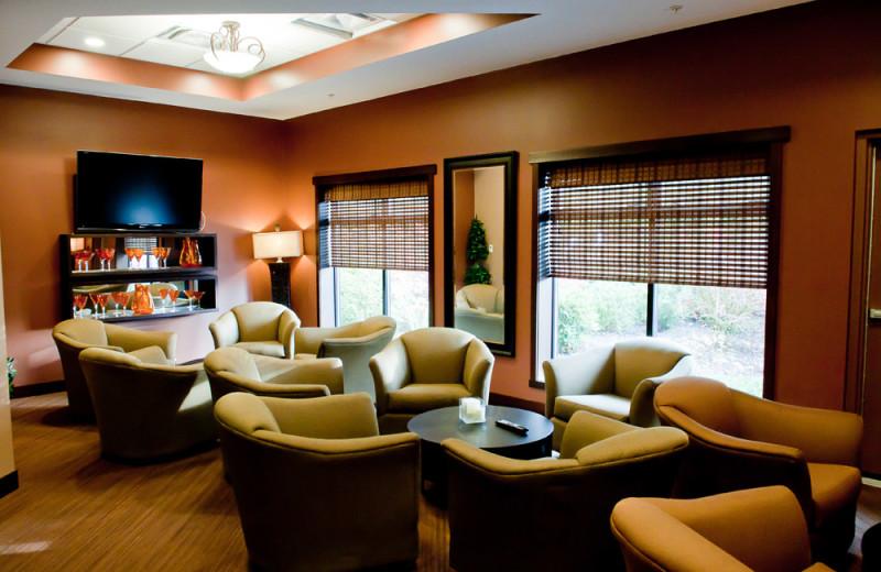 Group lounge at Sunrise Ridge Waterfront Resort.