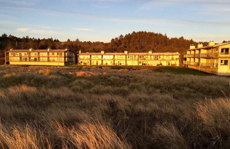 Exterior view of Hi-Tide Ocean Beach Resort.