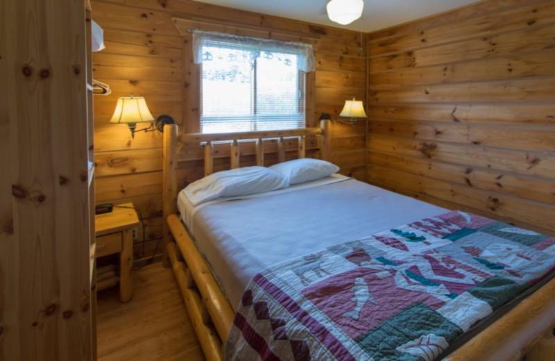 Guest bedroom at Warrens Lodging.