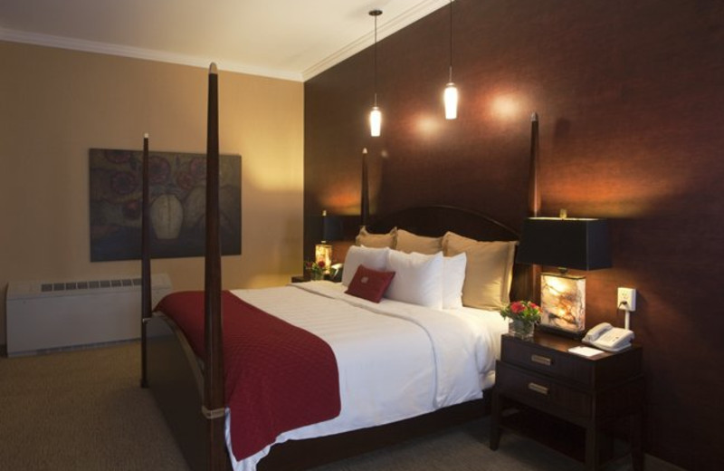 Guest room at Crowne Plaza Minneapolis.