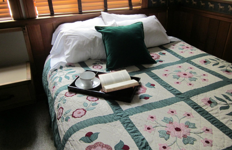 Guest room at Mazama Country Inn.