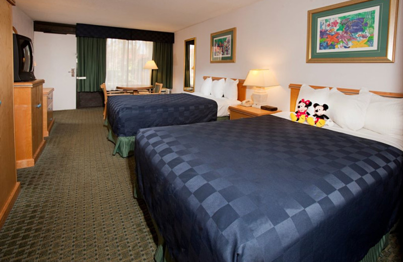Double guest room at Maingate Lakeside Resort.