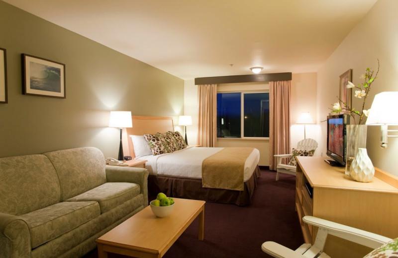 Guest room at Inn at Wecoma Lincoln City.
