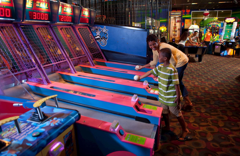 Arcade at Holiday Inn Resort Orlando Suites - Waterpark.