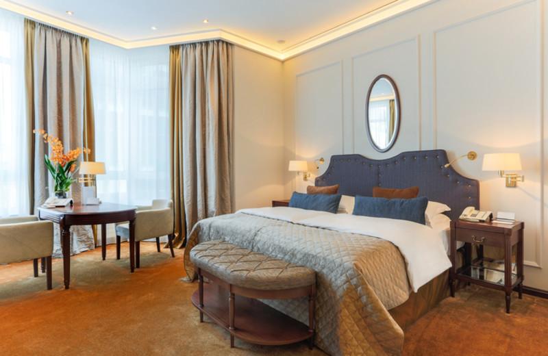 Guest room at Excelsior Hotel Ernst.