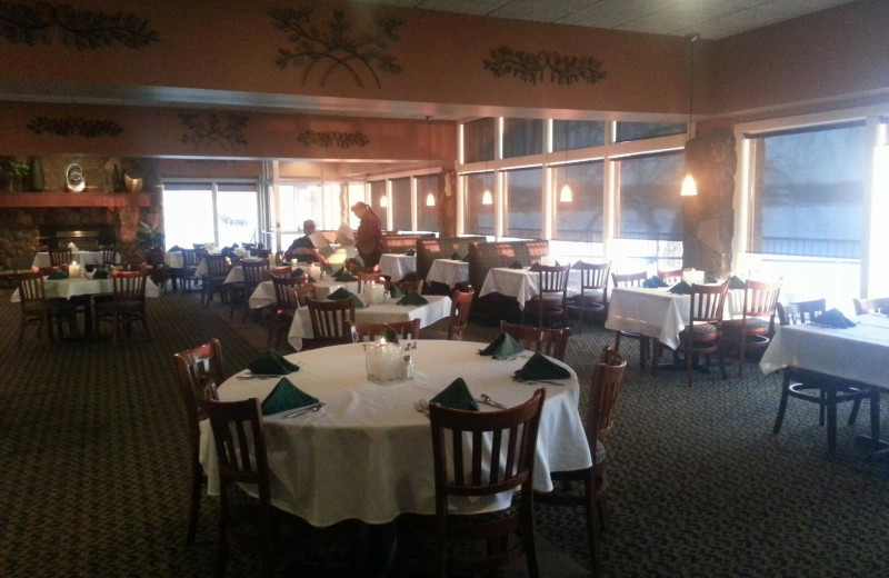 Dining at Holiday Inn Detroit Lakes.