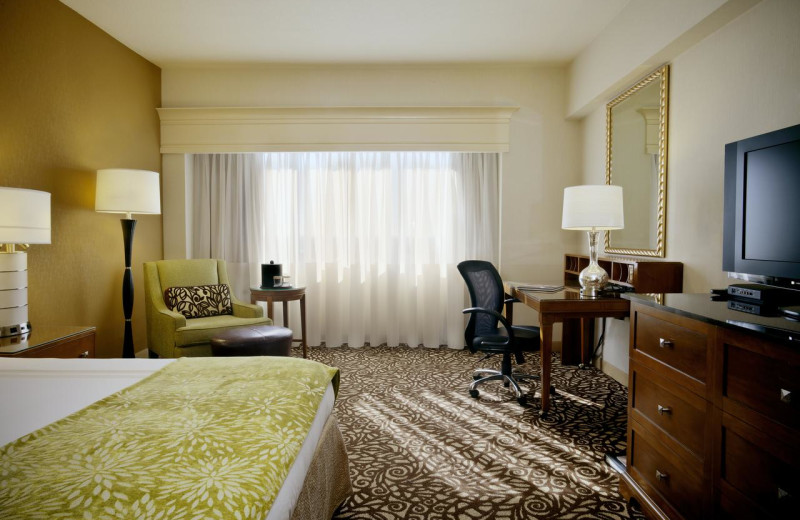 Guest room at Phoenix Marriott Mesa.