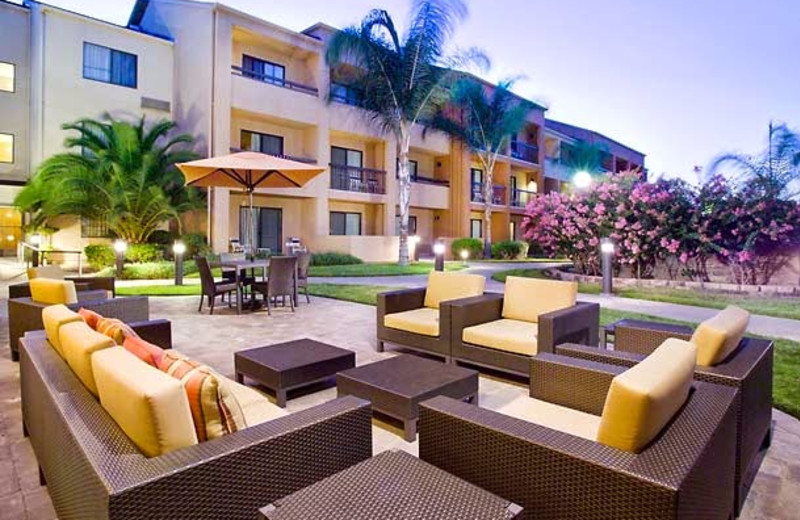 Patio at Courtyard by Marriott Fresno.