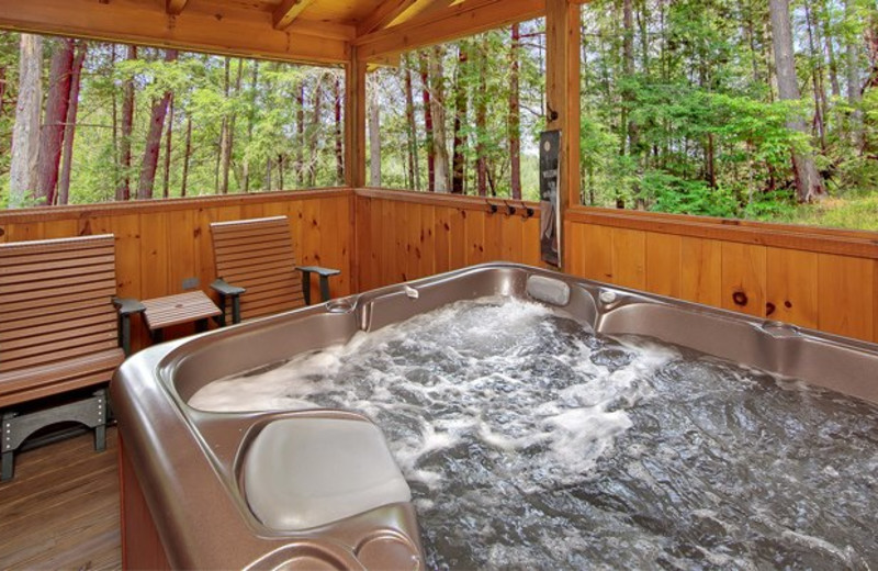 Jacuzzi at Cabin Fever Vacations.