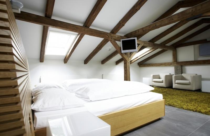 Guest room at Blaue Gans Hotel.