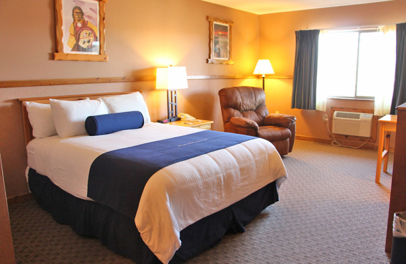 Guest room at Sevenwinds Casino, Lodge & Convention Center.