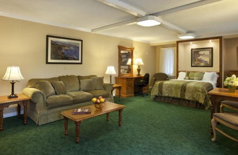 Suite Interior at Pepper Tree Inn