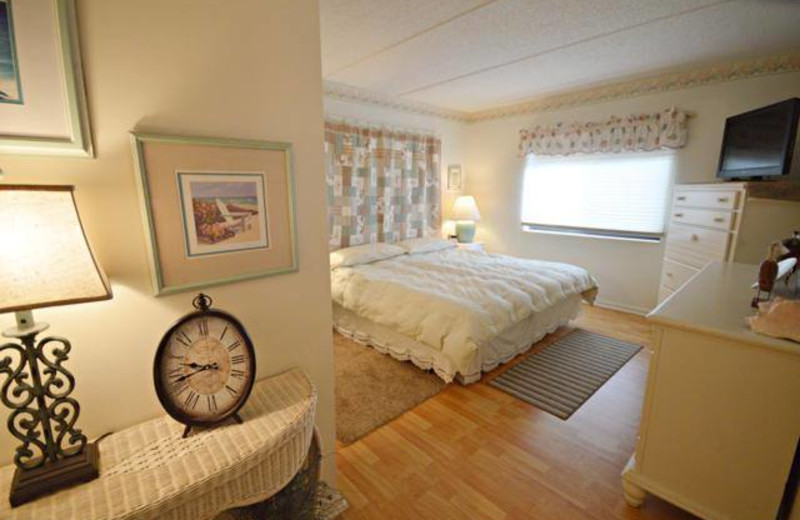 Guest bedroom at St. Augustine Ocean & Racquet Resort.