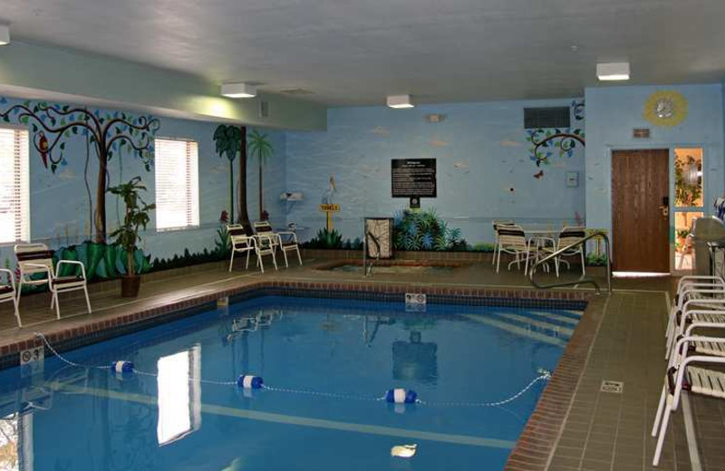 Indoor pool at Hampton Inn Kansas City.