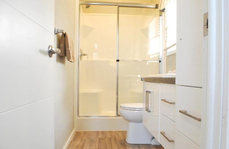 Cottage bathroom at Golden Beach Resort.