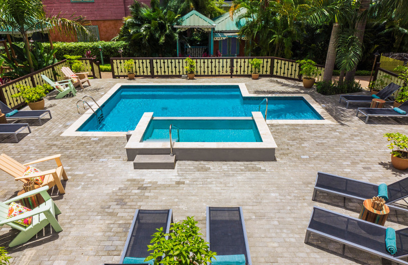 Outdoor pool at Country Country Beach Cottages.