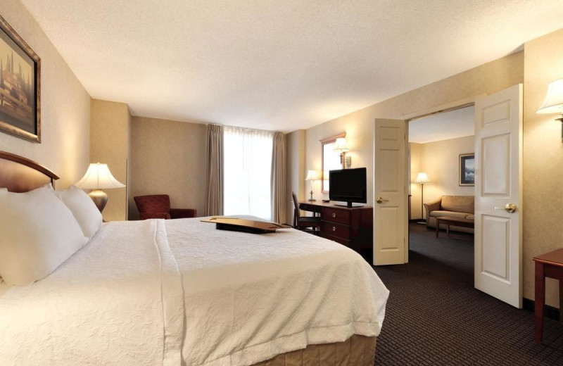 Guest room at Hampton Inn & Suites Kansas City Country Club Plaza.