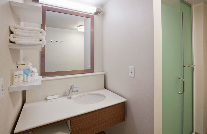 Guest bathroom at Spicer Green Lake Resort.