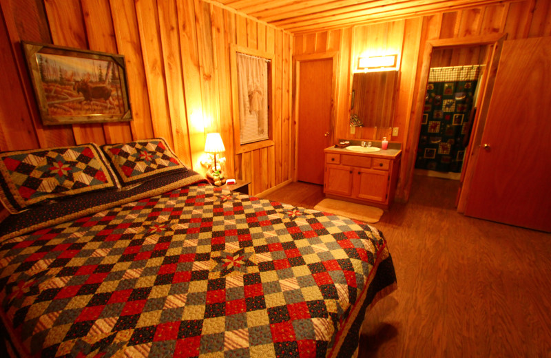 Cabin bedroom at Heath Valley Cabins.