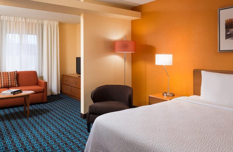 Guest room at Fairfield Inn Phoenix Chandler.