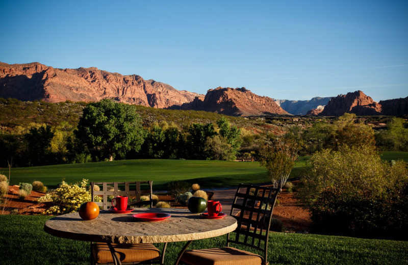 Outdoor dining at The Inn at Entrada.