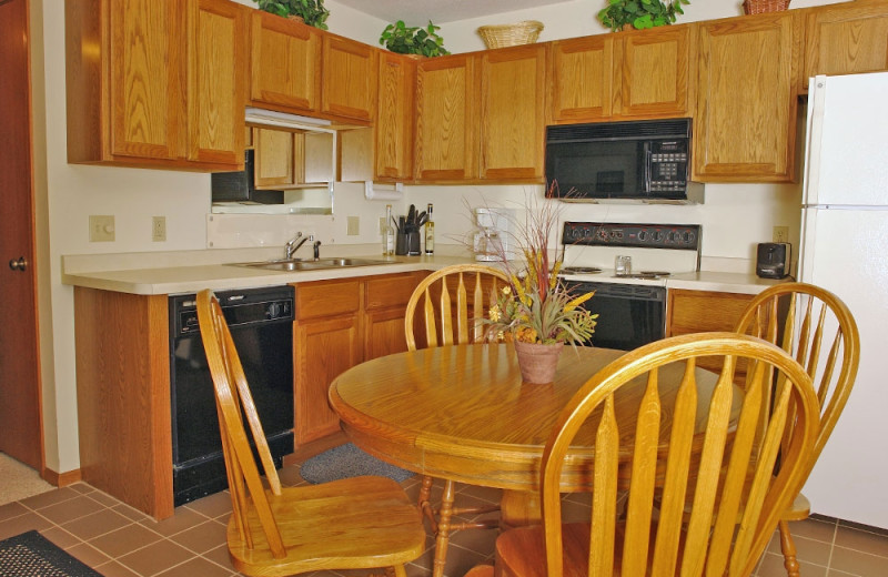 Guest kitchen at The Beacons of Minocqua.