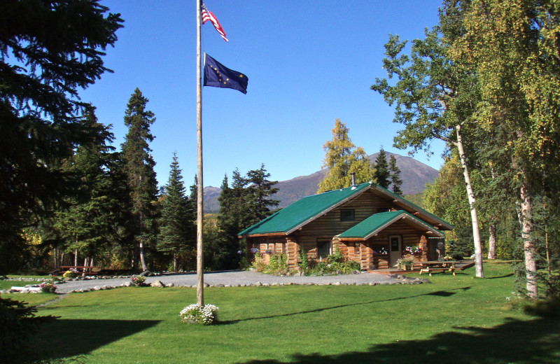 Exterior view of Alaska Heavenly Lodge.