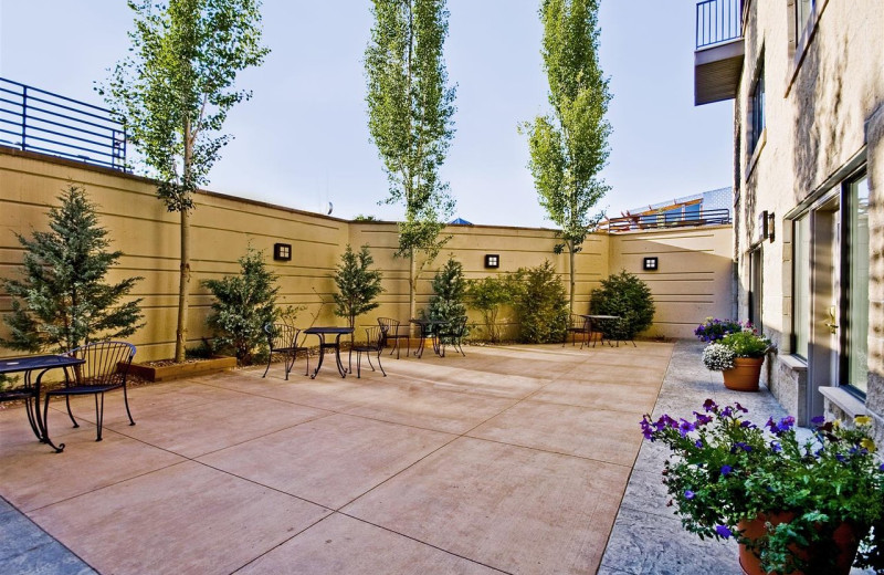 Patio at Best Western Helena Great Northern Hotel.