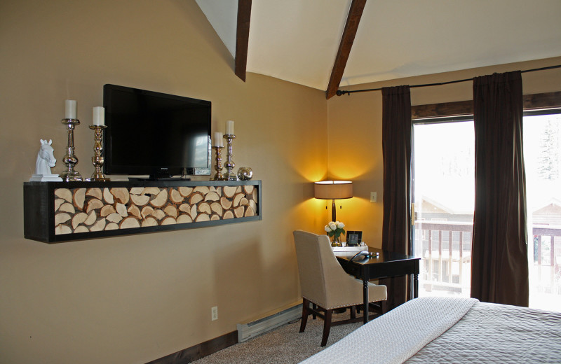 Guest bedroom at Cascade Village Condominiums.