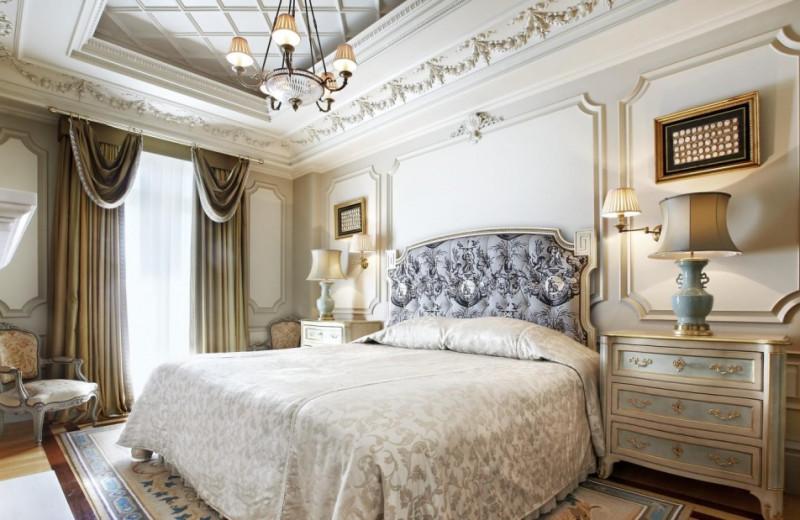 Guest room at Hotel Grande Bretagne.