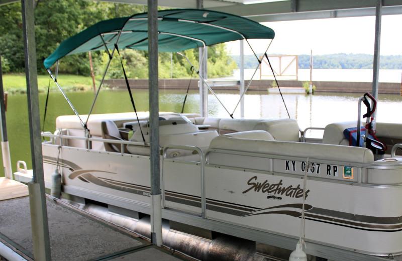 Boating at Lynnhurst Family Resort.