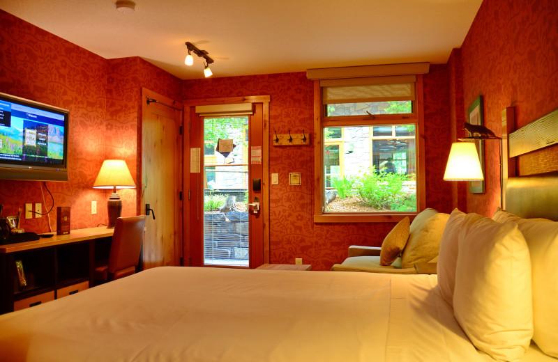 Standard Hotel Room - 1 Queen