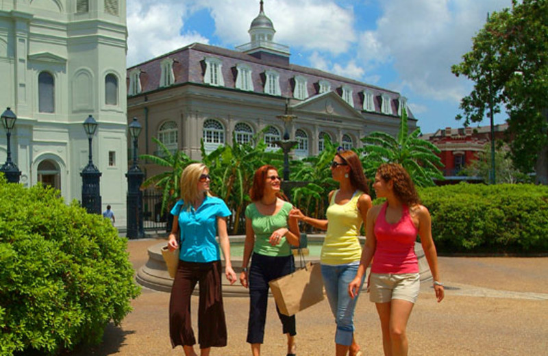 Girls Shopping at Sheraton New Orleans Hotel