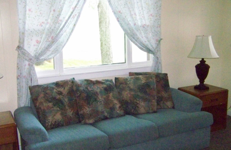 Guest couch at Fieldstone Farm.