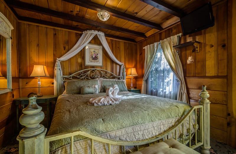 Cabin bedroom at Arrowhead Pine Rose Cabins.
