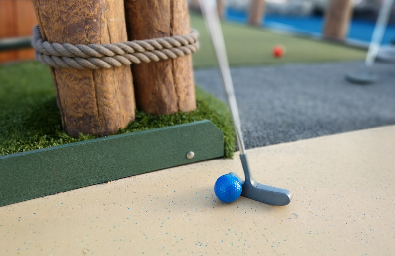 Mini golf at Grizzly Jacks Grand Bear Resort.