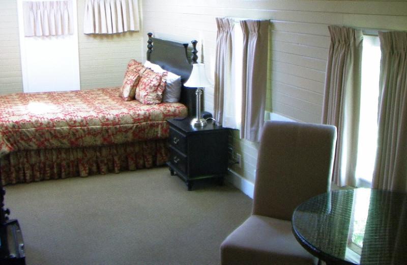 Guest room at Napa Valley Railway Inn.