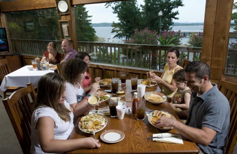Family dining at Mountain Harbor Resort & Spa.