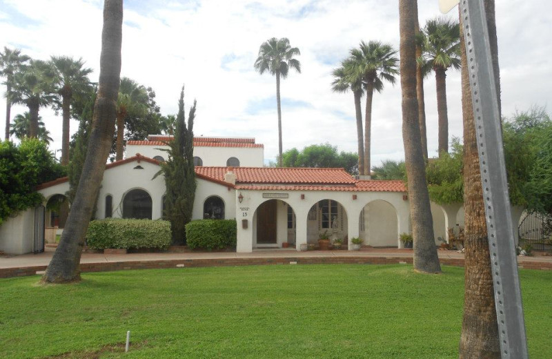 Exterior view of Maricopa Manor Bed & Breakfast.