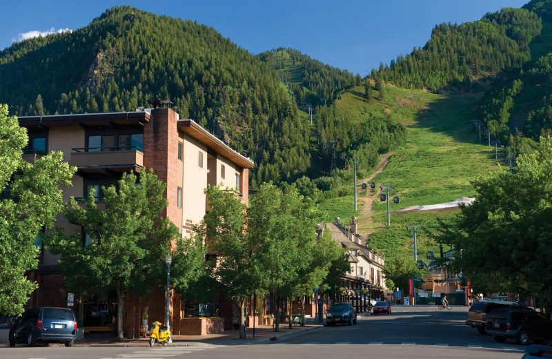 Mountains at Aspen Square Condominium Hotel.