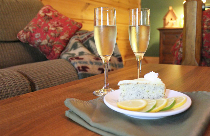 Romantic packages at House Mountain Inn.
