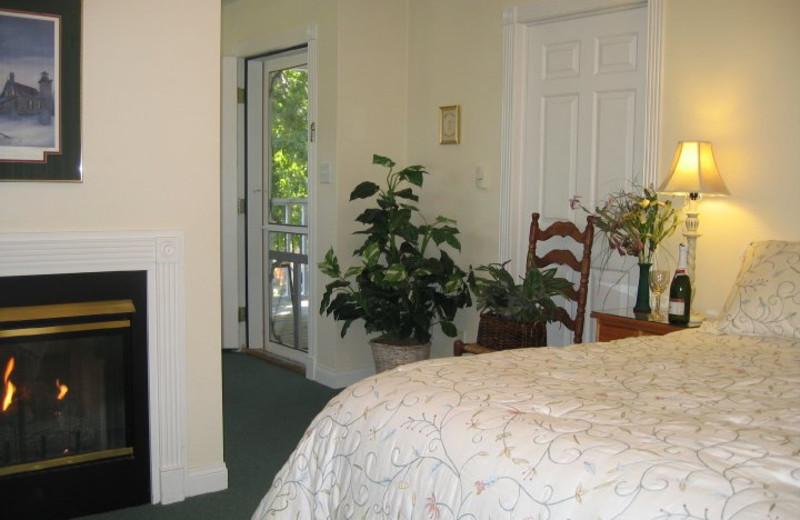 Fireplace guest room at Cedar Court Inn.