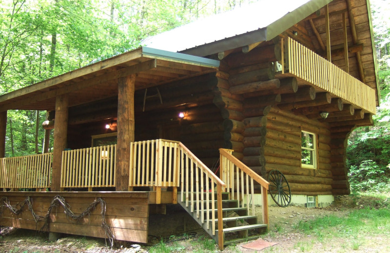 Exterior view of Creeks Crossing Cabins.